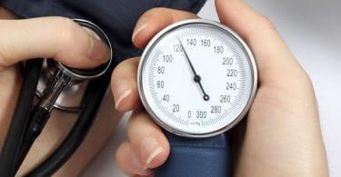 ضغط الدم المرتفع ممكن يكون سببه توتر نفسي أو قلق زيادة مش بس مرضي