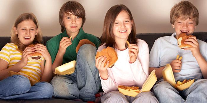 الأكل-المناسب-المراهقة