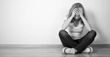 الاكتئاب عند البنات