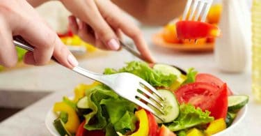 القلق: إيه هي الـ3 عادات بتعملها ممكن تكون بتسببه و7 أكلات اللي بتساعد إنها تقلله