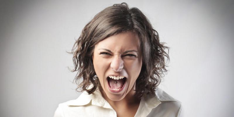 العصبية الزائدة : اسباها النفسية والجسدية وازاي نتعامل معاها